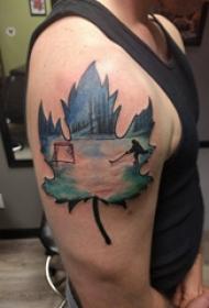枫叶纹身图 男生手臂上枫叶纹身图片