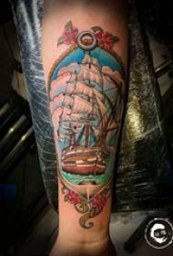 手臂纹身图片 男生手臂上彩色的帆船纹身图片