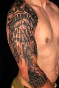 手臂纹身素材 男生手臂上建筑物和人物纹身图片