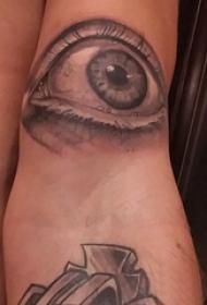 双大臂纹身 男生大臂上黑色的眼睛纹身图片
