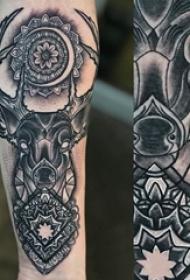 百乐动物纹身 男生手臂上梵花和麋鹿纹身图片