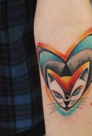 手臂纹身素材 男生手臂上心形和猫咪纹身图片