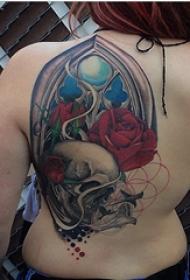 纹身后背女 女生后背上玫瑰和骷髅纹身图片