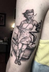纹身点刺技巧 男生手臂上黑色的人物纹身图片