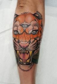 手臂纹身素材 男生手臂上彩色的老虎纹身图片