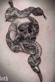 纹身大腿男 男生大腿上蛇和骷髅纹身图片