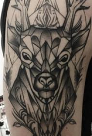 麋鹿角纹身 男生手臂上麋鹿角纹身图片