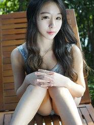 网络小美女写真女神梓萱Crystal自拍诱惑美腿抢镜