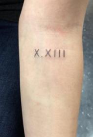 纹身罗马数字 女生手臂上罗马数字纹身图片