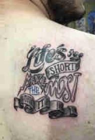 花体英文纹身 男生背部花体英文纹身图片