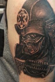 武士頭盔紋身 男生大臂上黑色的武士紋身圖片