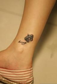 小巧皇冠脚部纹身