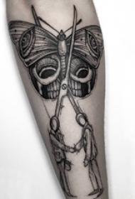 理发剪刀纹身 男生手臂上蝴蝶和剪刀纹身图片