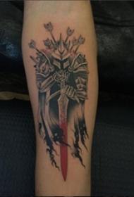 手臂紋身素材 女生手臂上彩色的武士紋身圖片