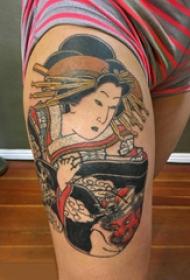 大腿传统纹身 女生大腿上彩色的艺妓纹身图片