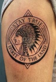 双大臂纹身 男生大臂上圆形和印第安人纹身图片