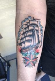 手臂纹身素材 男生手臂上五角星和帆船纹身图片