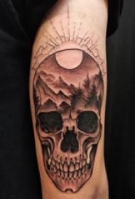手臂纹身素材 男生手臂上风景和骷髅纹身图片