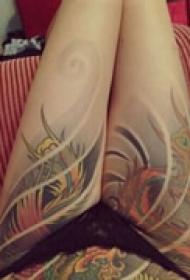 性感美腿彩色纹身