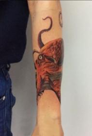 章鱼纹身图案 女生手臂上章鱼纹身图案