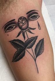 大臂纹身图 男生大臂上眼睛和花朵纹身图片
