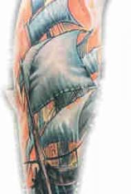 欧美小腿纹身 男生小腿上彩色的帆船纹身图片