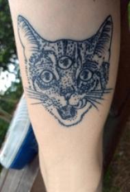 百乐动物纹身 男生手臂上黑色的猫咪纹身图片