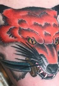 大腿纹身传统 女生大腿上匕首和狐狸纹身图片