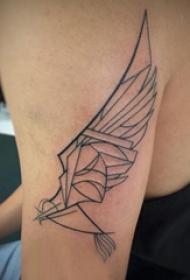 双大臂纹身 男生大臂上黑色的翅膀纹身图片