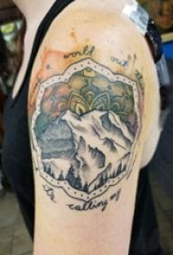 双大臂纹身 女生大臂上彩色的山水风景纹身图片