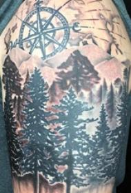 双大臂纹身  男生大臂上森林和指南针纹身图片