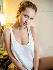 乌兹别克斯坦美女yana性感写真 非主流美女图片大全大图
