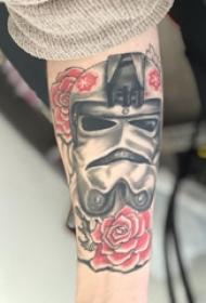 纹身面具  女生手臂上面具和花朵纹身图片