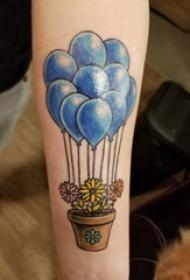 小气球纹身 女生手臂上花朵和气球纹身图片