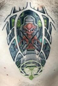 胸部纹身男 男生胸部彩色的外星人纹身图片