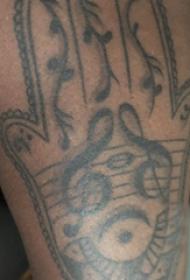 手掌小纹身  男生大腿上手掌和音符纹身图片