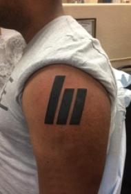 几何纹身图案  男生手臂上黑色的几何纹身图片