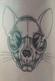 狗骨頭紋身  女生手臂上黑色的狗骨頭紋身圖片