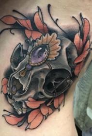 骷髅头纹身 女生侧腰上骷髅头纹身图片