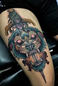 滴血狼头纹身  男生大腿上狼头和匕首纹身图片