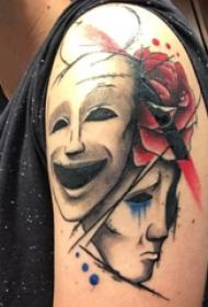 双大臂纹身 男生大臂上玫瑰和面具纹身图片