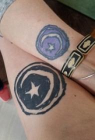 几何元素纹身 情侣手臂上星星和月亮纹身图片
