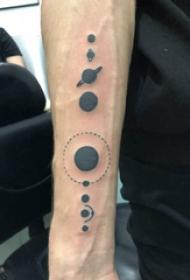 几何纹身图案 男生手臂上极简的圆形纹身图片