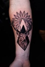 手臂纹身图片 男生手臂上梵花和鹿纹身图片