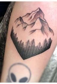 小山峰纹身 女生手臂上黑色的山峰纹身图片