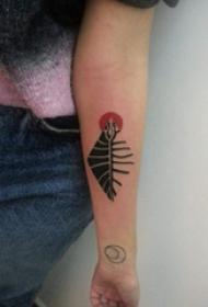 手臂纹身图片 女生手臂上彩色的几何纹身图片