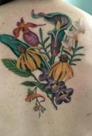 植物纹身 女生背部植物纹身图片