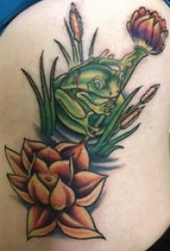 青蛙纹身 女生侧腰彩色的青蛙和莲花纹身图片