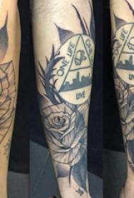 花和几何纹身图案  女生手臂上花和几何纹身图片