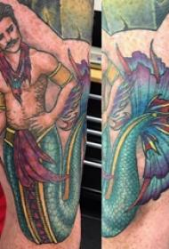 美人鱼纹身 男生手臂上彩色的美人鱼纹身图片